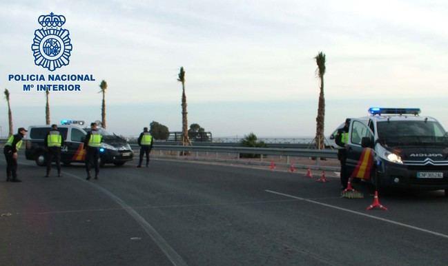 Arrestado tras embestir repetidamente a un vehículo policial para eludir su detención