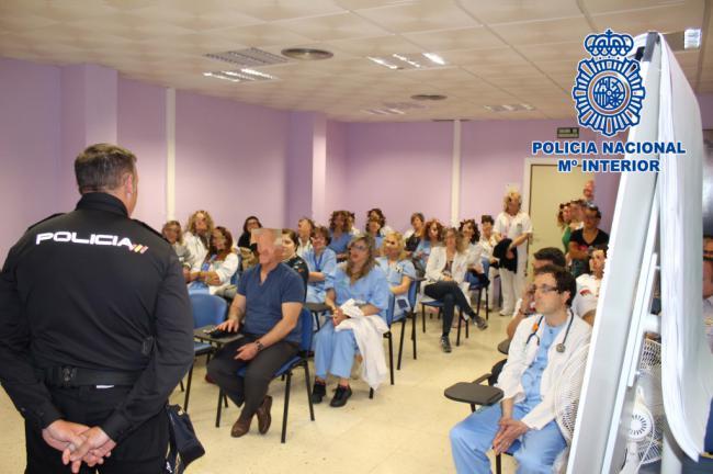 La Policial forma a los sanitarios del Hospital de Torrecárdenas
