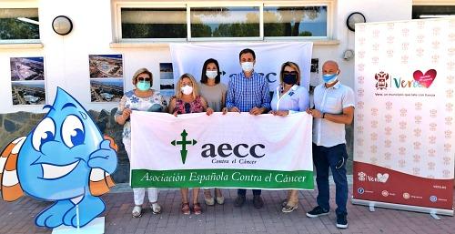 """AquaVera, Ayuntamiento y AECC de Almería y Murcia organizan """"Mójate contra el cáncer"""""""