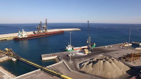 La Autoridad Portuaria de Almería es la segunda de España que más graneles sólidos exporta, tras Bilbao