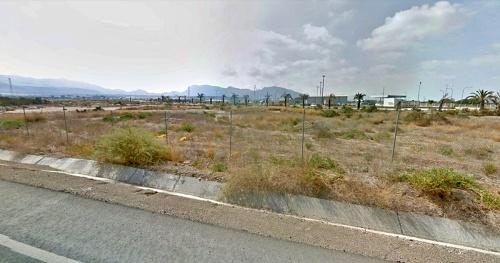 La Junta vende parcelas para 28 viviendas en Almería y en Vélez Rubio