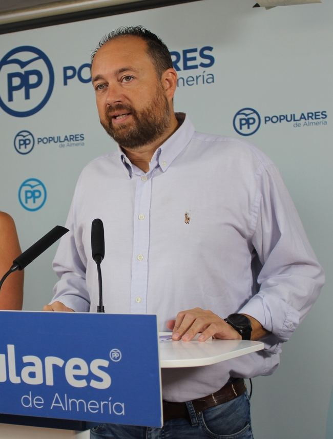 El PP seguirá retirando las aulas prefabricas de Almería que instaló el PSOE