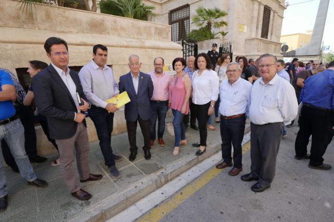 """El PP pedirá al Gobierno de Sánchez una """"rebaja fiscal justa"""" para los agricultores de Almería"""