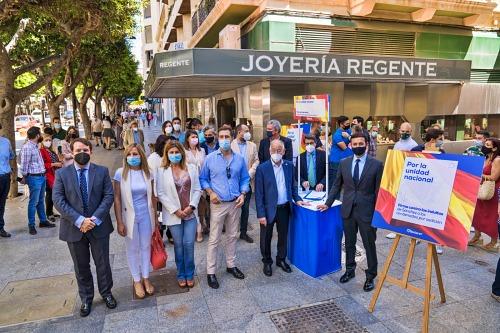 El PP recoge firmas en Almería contra el indulto a los presos del 'process'