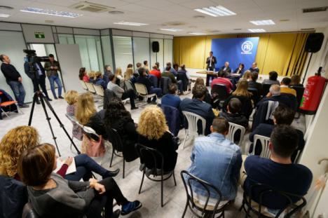 Amat moviliza a alcaldes y portavoces del PP en el Poniente