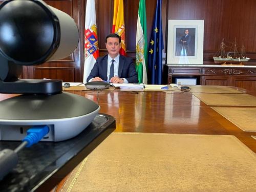 El PSOE se queda sólo en la FEMP votando a favor de que los municipios financien al Gobierno de Sánchez