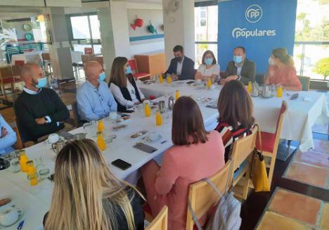 El PP traslada a empresarios el impulso de la Junta para modernizar hoteles