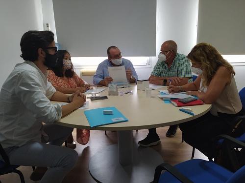 El PP expone al Sindicato Médico de Almería las medidas del Gobierno andaluz