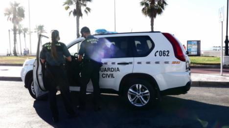 Detenido tras romper la alarma del domicilio que iba a robar en Roquetas