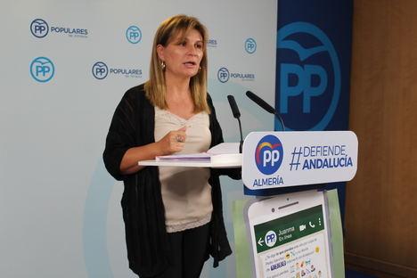 El PP de Almería recoge firmas para exigir el pago de la deuda del Gobierno con Andalucía