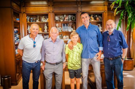 El alcalde de Roquetas felicita al tenista Darío Ruiz por su victoria en la Champions Bowl