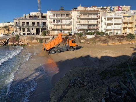 El Ayuntamiento de Pulpí regenera las playas en San Juan de los Terreros