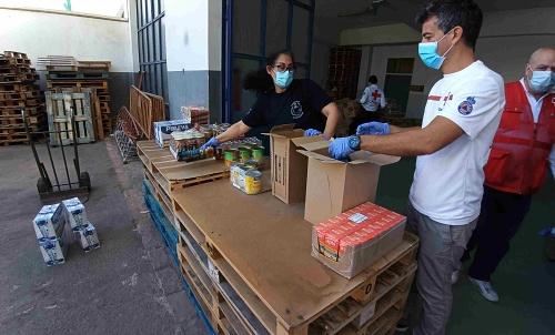 La Subdelegación del Gobierno reparte 100 kilos de alimentos por familia