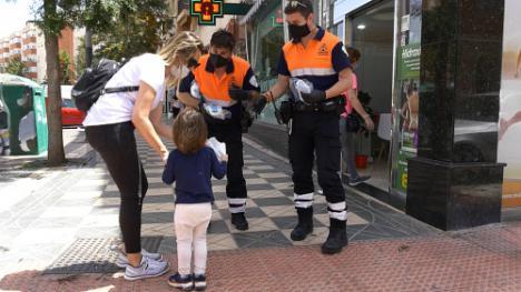 El Ayuntamiento de Roquetas reparte 50.000 mascarillas en zonas comerciales