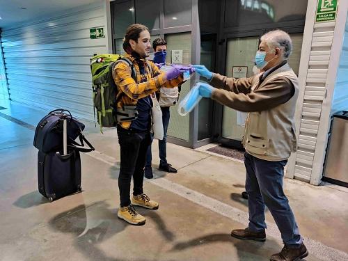 El Gobierno central ya ha repartido en Almería 102.300 de las 160.000 mascarillas para #COVID19