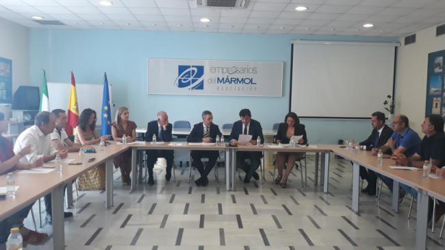 Empresarios del mármol exponen sus problemas a los consejeros Bravo y Crespo