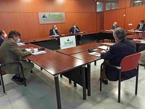 El secretario de Estado de Memoria dice a los empresarios que 'ahora sí' llegará el AVE a Almería