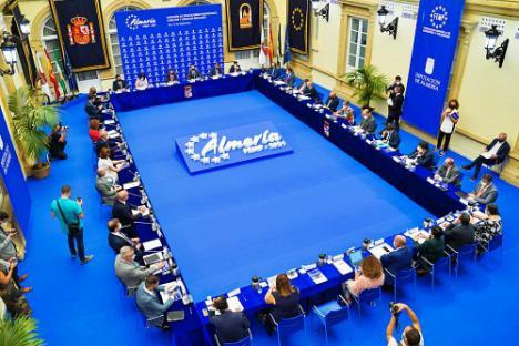 Almería se convierte en la capital del municipalismo con la reunión de todos los gobiernos provinciales de España