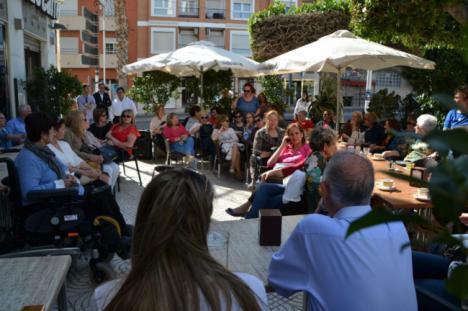 Amat presenta las propuestas del PP roquetero ante medio centenar de mujeres de El Parador