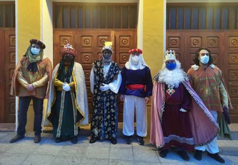 Los Reyes Magos visitan las casas de los niños de Tabernas
