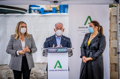 Crespo y Carazo presentan el proyecto de integración puerto-ciudad en Roquetas de Mar