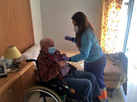 Los residentes de Serón reciben la segunda dosis de la vacuna