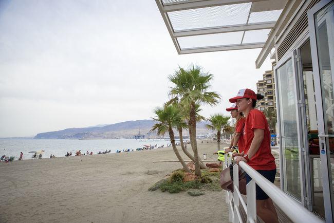 El Ayuntamiento adjudica el socorrismo en las playas para 2018 y 2019