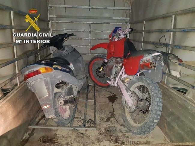 Sorprendidos en plena huida tras robar ciclomotores en Turre