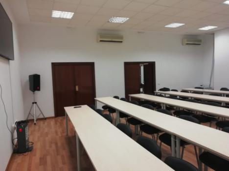 80.000 euros para una sala de prensa en la Audiencia Provincial... sin internet