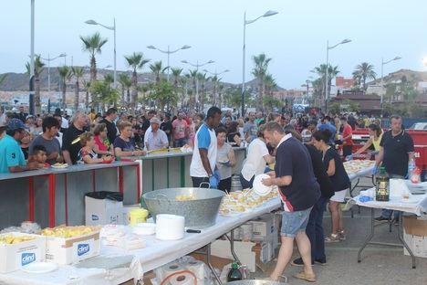 Más de 10.000 personas disfrutan de la tradicional sardinada de Pulpí