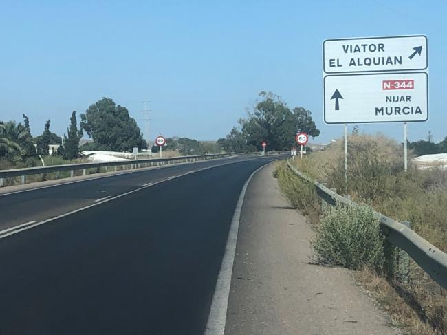 El Ayuntamiento dotará de nueva señalización vial las carreteras del El Alquián