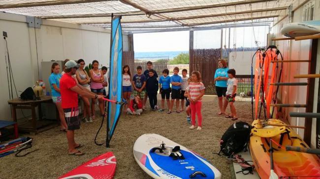 Golf y deportes náuticos para los escolares de Almerimar en su 'semana azul'
