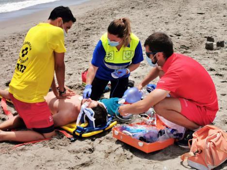 Simulacro de salvamento y rescate acuático en Vera