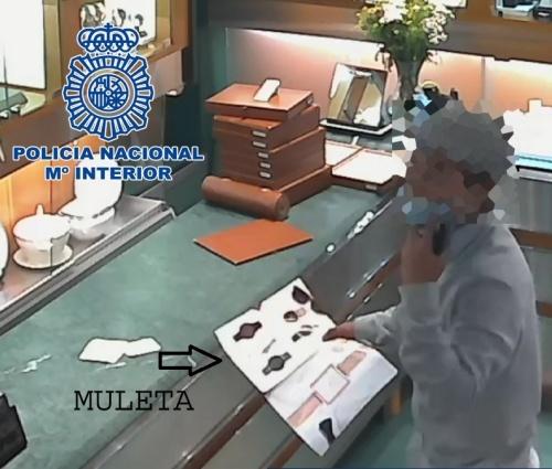 Identificado un joven de 18 años que roba joyería haciendo la 'muleta'
