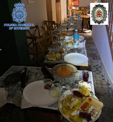 Desmantelan una fiesta a puerta cerrada de 18 personas en Almería