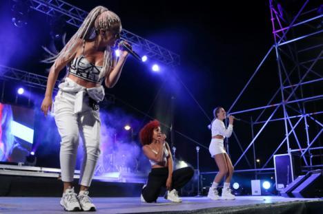 """Energía y puro baile con """"Sweet California"""" en Playa Serena II"""