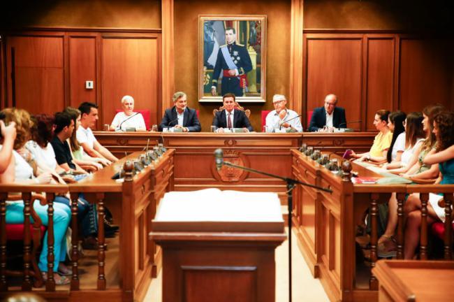 Medio centenar de funcionarios de Diputación asumen sus nuevos puestos