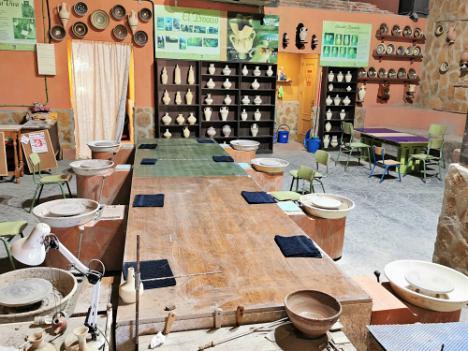 El museo taller de alfarería tradicional veratense instala un horno tradicional