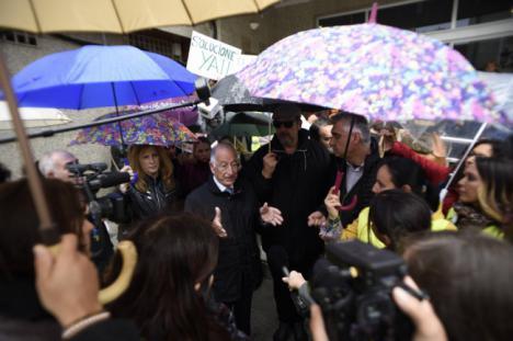 El alcalde de Roquetas vuelve a tender la mano para solucionar el problema del transporte escolar