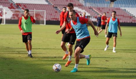 Los rojiblancos preparan con intensidad el partido ante el Sporting de Gijón
