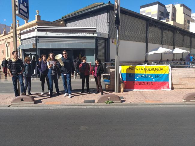 Almería Rebelde protesta contra los representantes venezolanos del Foro de la Paz