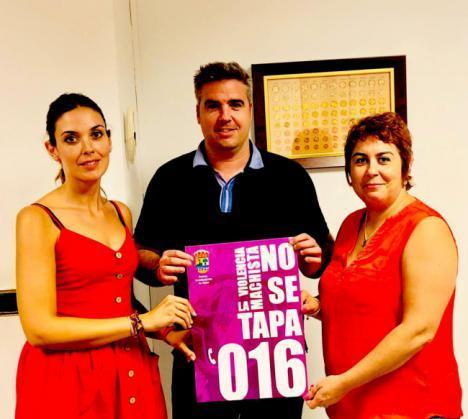 El Ayuntamiento de Viator difunde miles de posavasos contra la violencia de género