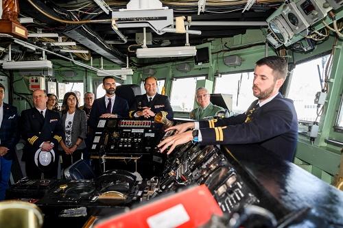 El alcalde anima a visitar la fragata 'Santa María'