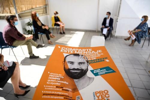 """El alcalde visita Proyecto Hombre como """"referente entre las asociaciones que ayudan a quienes lo necesitan"""""""