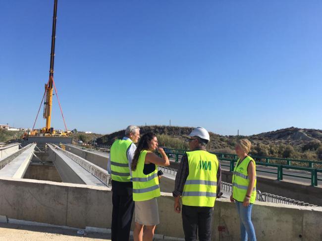 Fomento coloca las vigas del viaducto del río Antas en la A-352 de Vera a Garrucha
