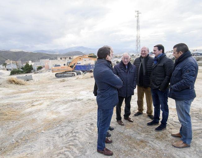 Diputación invierte más de 130.000 € en renovar las redes de agua de seis céntricas calles de Fines