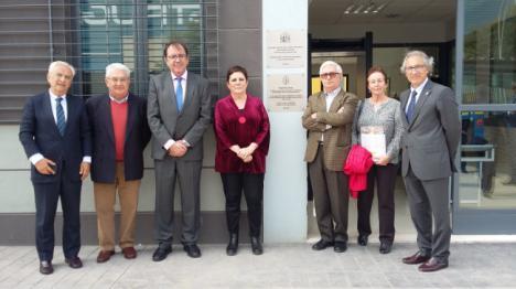 Los hermanos del funcionario de prisiones asesiando por ETA visitan el CIS de Almería que lleva su nombre