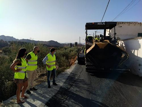 Diputación pavimenta dos caminos de Huércal-Overa