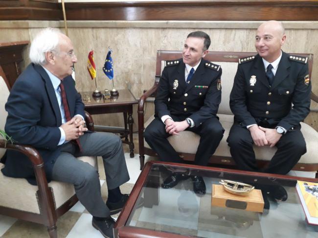 El subdelegado recibe al nuevo comisario de la Brigada de Seguridad Ciudadana