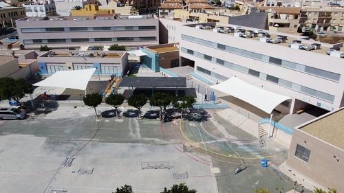 El Ayuntamiento de Vera instala toldos en los colegios públicos
